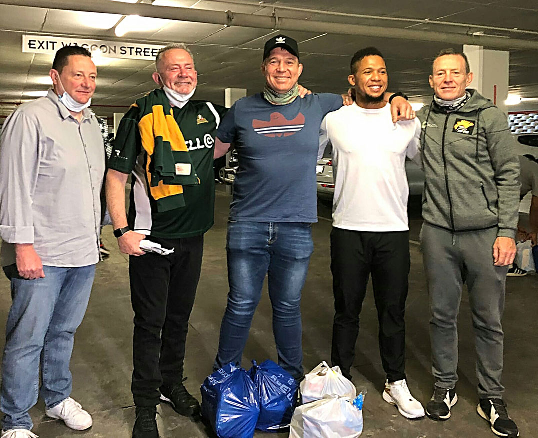 Rugby legends fill trolleys for charity